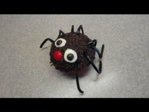 Decorating cupcakes #20: Simple Halloween Spider